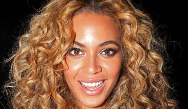 Beyoncé Keeps It Simple In Alexander McQueen Leaf Crepe Suit